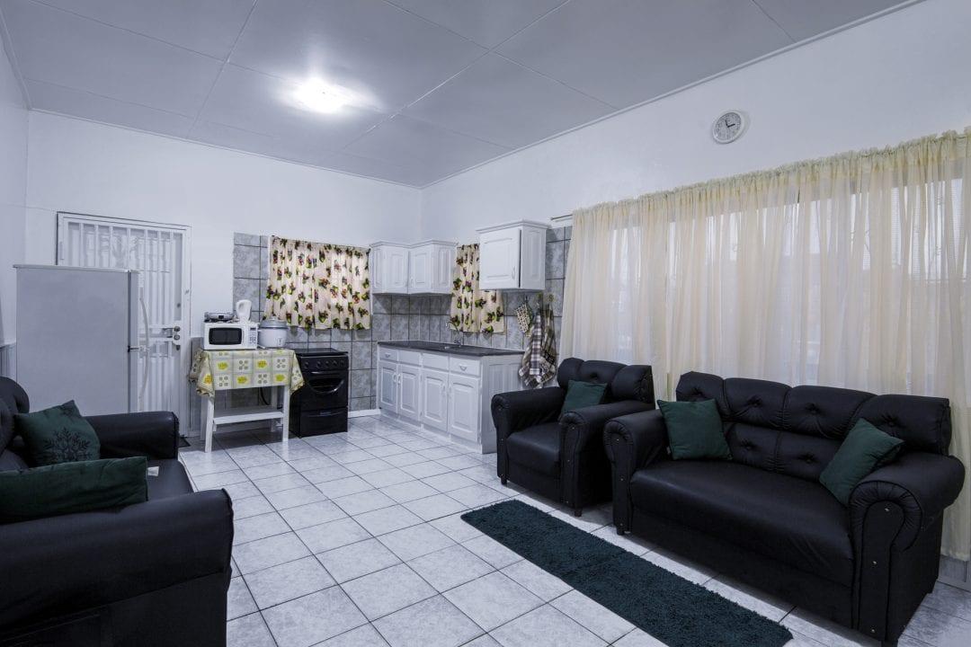 Vakantiehuis Suriname Woonkamer - Keuken