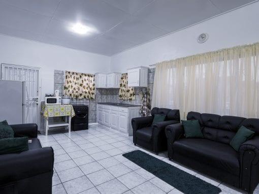 Vakantiehuis Suriname Woonkamer – Keuken