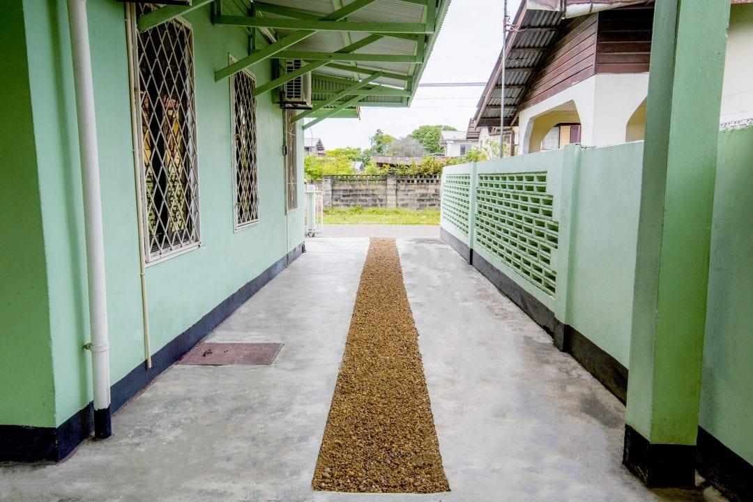 Vakantiehuis Suriname Zijkant Links